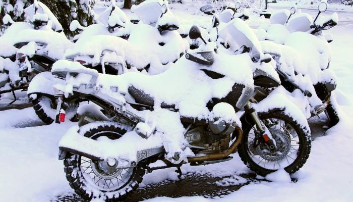 Gdzie zimować motocykl? Bezpieczne i praktyczne opcje