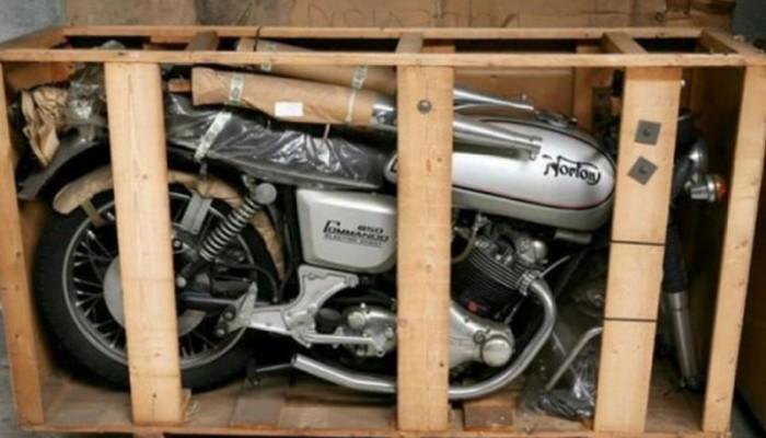 Ukryte skarby. Fabrycznie nowe Nortony Commando sprzed lat znalezione w belgijskim warsztacie