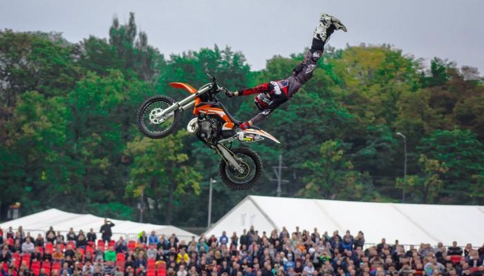 Latać jak najdłużej - Freestyle Family o przyszłości w FMX w rozmowie z Dunlop