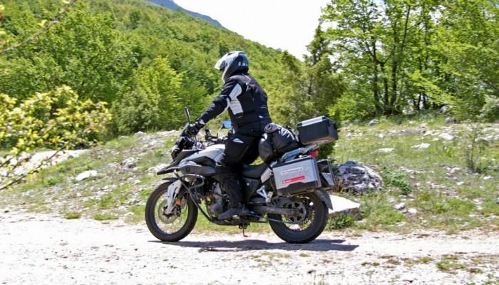 Gdzie na weekend motocyklem 125? 5 szybkich tras dla małych maszyn