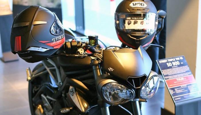 Triumph i Shoei łączą siły w specjalnej promocji. Kup Street Triple 765, odbierz kask X-Spirit III