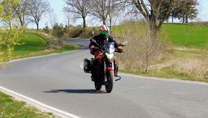Turystyka na motocyklu 125. Czy to ma sens? [VIDEO]