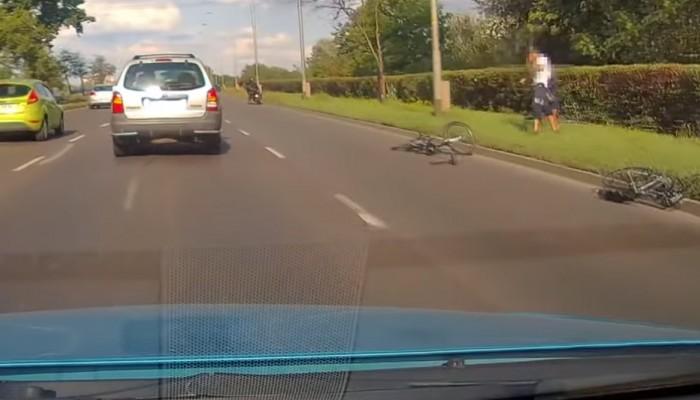 motocyklista potraca rowerzystow we wroclawiu z