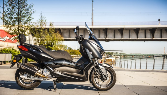 Yamaha X-Max 125 Iron Max - sportowa elegancja [TEST]