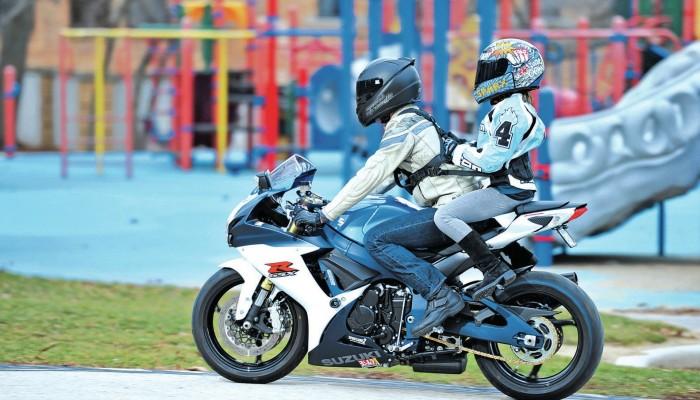 Z dzieckiem na motocyklu. 5 rzeczy, o których musisz wiedzieć