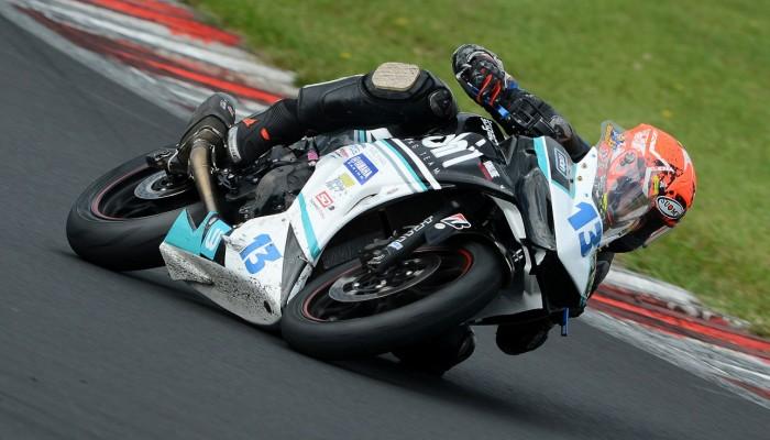 Kamil Barcik na drugim miejscu w ostatnim wyścigu klasy Supersport 300