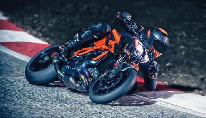 2020 KTM 1290 Super Duke R. Opis, zdjęcia, dane techniczne