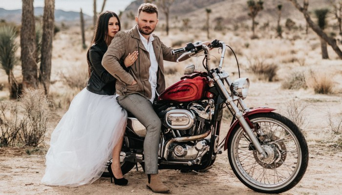 motocyklista szuka zony z