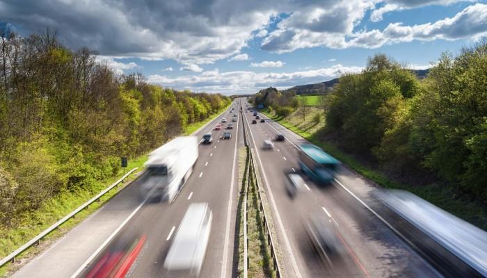 Niezasłużony raj - dlaczego tak fatalnie jeździ się po polskich autostradach? [FELIETON]