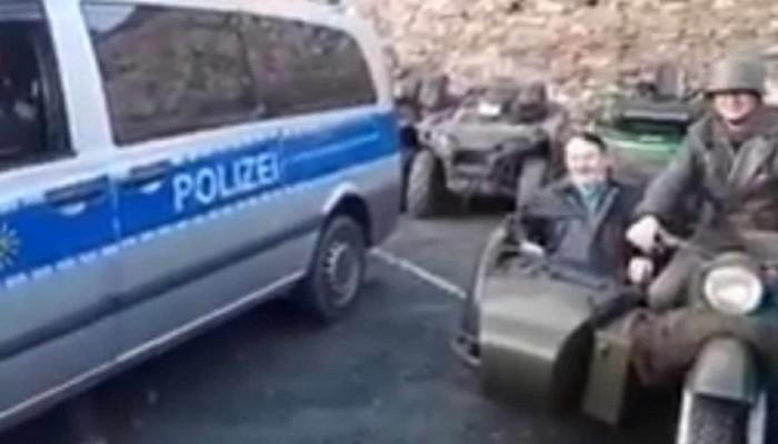 Niemcy: draka z Hitlerem na motocyklu. Premier Saksonii oburzony, prokuratura oskarża policję [FILM]