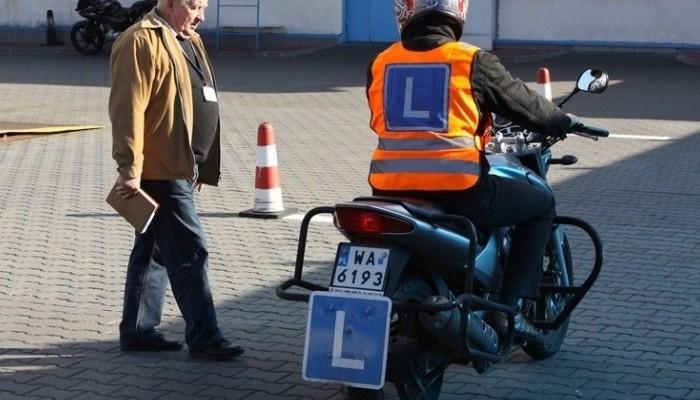 Prawo jazdy A2 - od jakiego wieku, na co pozwala, jak zrobić?