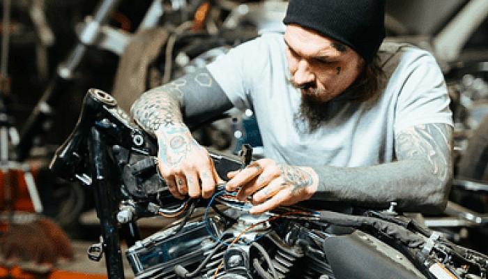 Serwis motocykla we własnym garażu: instalacja elektryczna