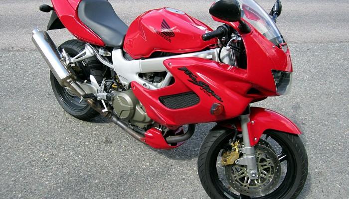 Honda VTR1000F Firestorm (1997-2005) - czy warto kupić? Dane techniczne, wady i zalety.