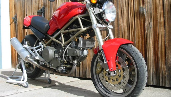 Ducati Monster 600 / 750 (wady/zalety, historia, dane techniczne) 1994-2001