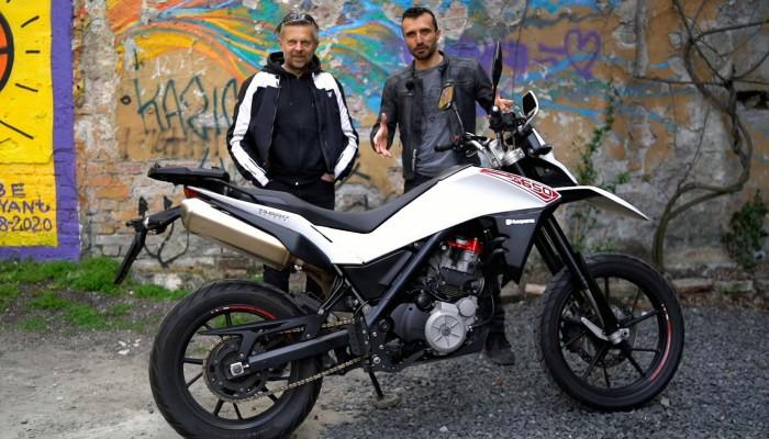 Motocykl do miasta do 20 tys. zł? Husqvarna TR 650 Strada [FILM]