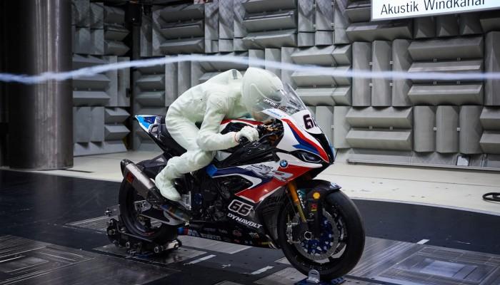 Eugene Laverty jako model 3D w tunelu aerodynamicznym. Tak dopracowuje się BMW S 1000 RR