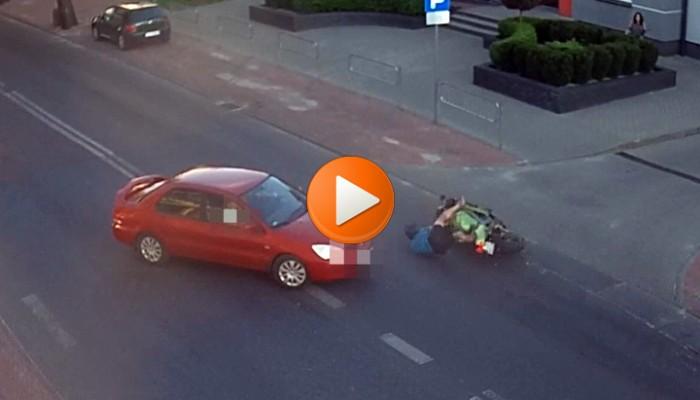 Łuków: kierowca prawie wymusza pierwszeństwo. Motocyklista hamuje... własnym ciałem [FILM]