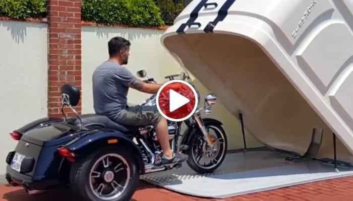 Przenośny garaż na motocykl. Proste i genialne rozwiązanie [VIDEO]