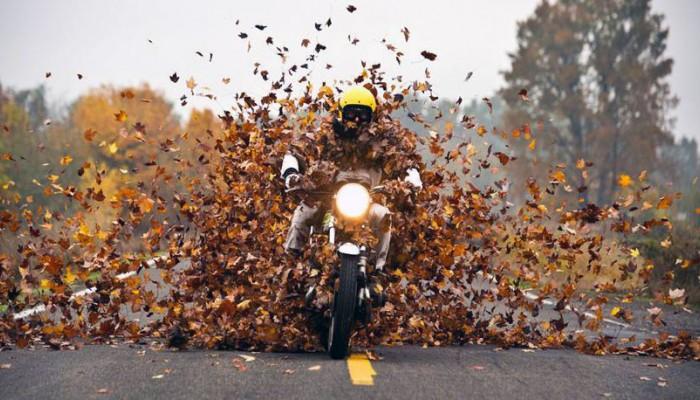 Jazda motocyklem do późnej jesieni. 7 ważnych zasad [TECHNIKA JAZDY]