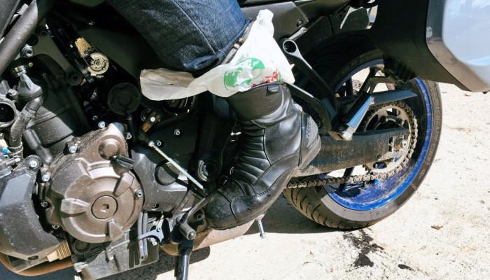 Jak suszyć buty motocyklowe i odzież motocyklową po deszczu?