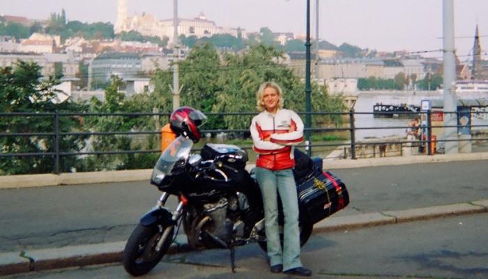 Mądry motocyklista po szkodzie. Czy dobra odzież na motocykl jest niezbędna? Felieton Ani Jackowskiej