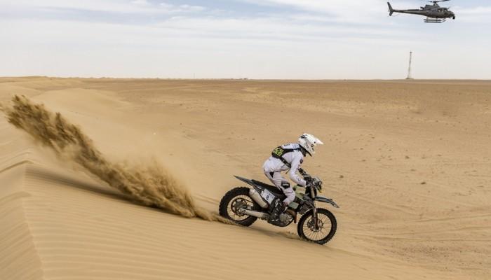 Pustynna rozgrzewka. Konrad Dąbrowski po pierwszym etapie Dubai International Baja