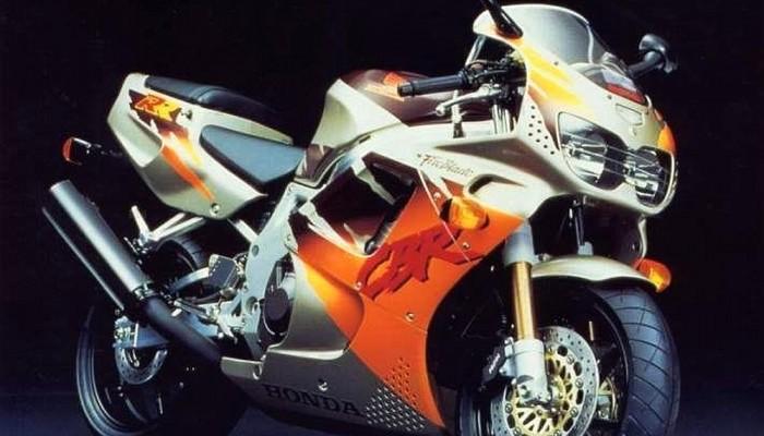 Honda CBR900rr w malowaniu