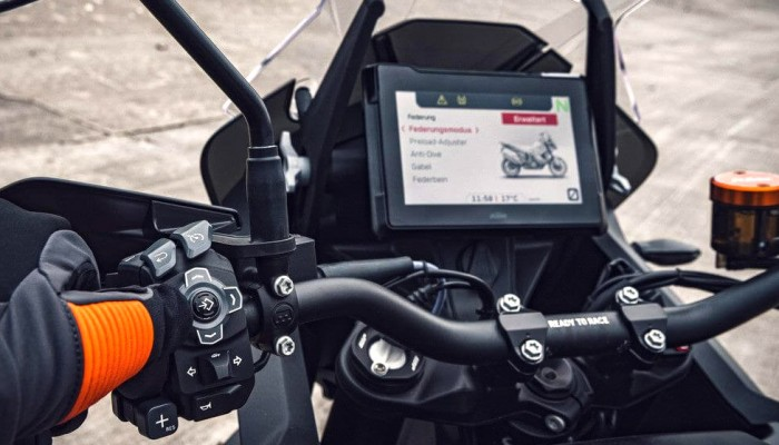 Wyświetlacze TFT w motocyklach - historia prawdziwa