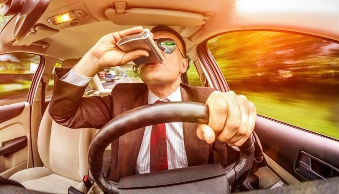 Brytyjski PACTS żąda obowiązkowych blokad alkoholowych dla recydywistów na podwójnym gazie. Jak jest w Polsce?