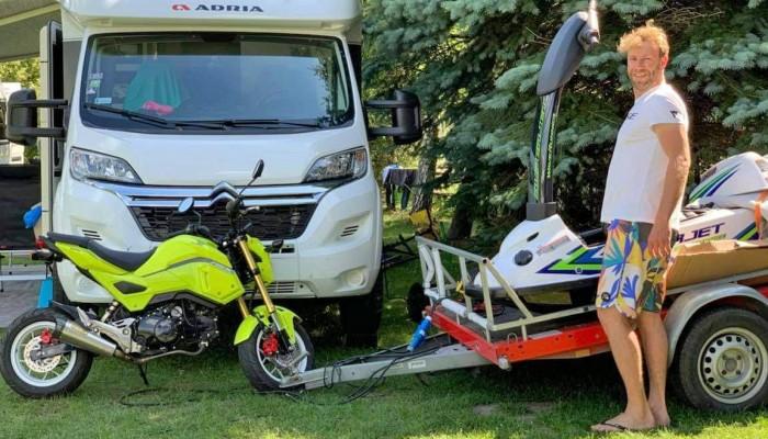 Jak przystosować kampera do przewozu motocykla? A może motocykl do kampera? Honda MSX125 i ciekawy projekt Tomka