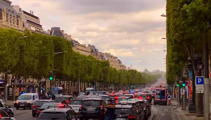 Zakaz przejazdu przez Paryż, to pomysł pani burmistrz i jej sztabu. Będzie obowiązywał już w przyszłym roku?