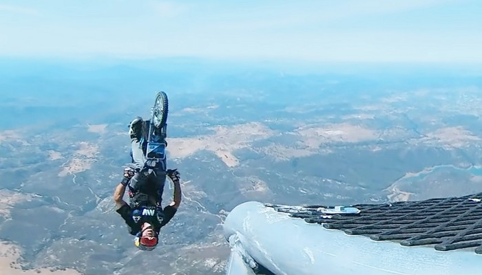 robbie maddison backflip helikopter 5000 stop z