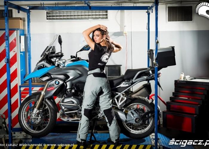 BMW R1200GS i piekna dziewczyna