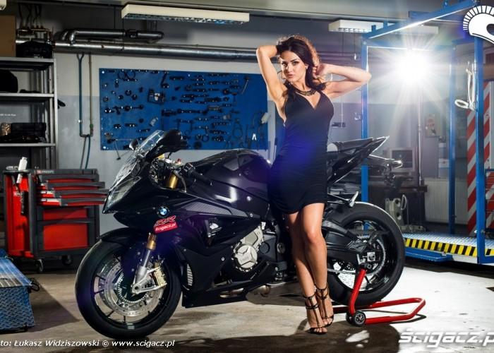Modelka BMW motocykle