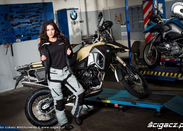 Modelka w BMW Fus