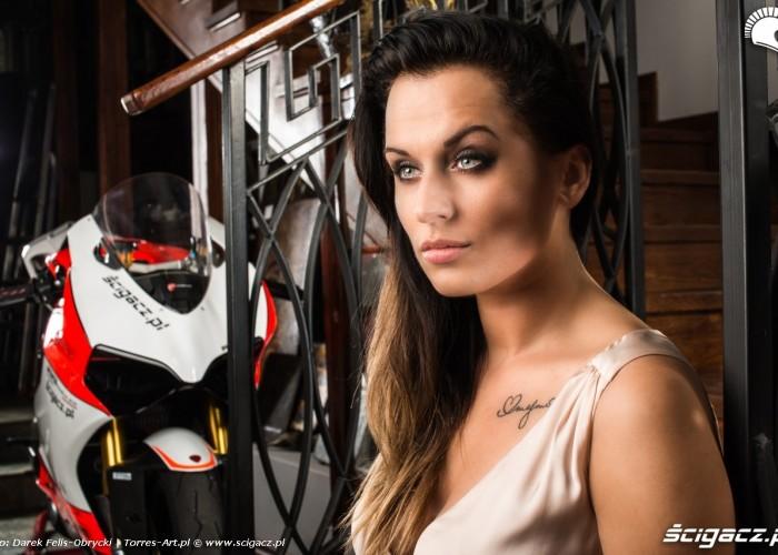 Adriana w sesji z Ducati