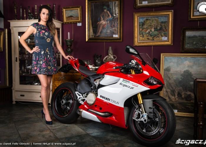 galeria sztuki Adriana i Ducati Panigale S