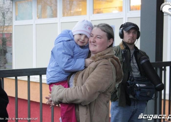 dziewczynka z oddzialu z mama motomikolaje bydgoszcz 2009