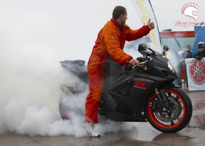 gsx-r1000 palenie gumy rozpoczecie sezonu 2008 a mg 0375