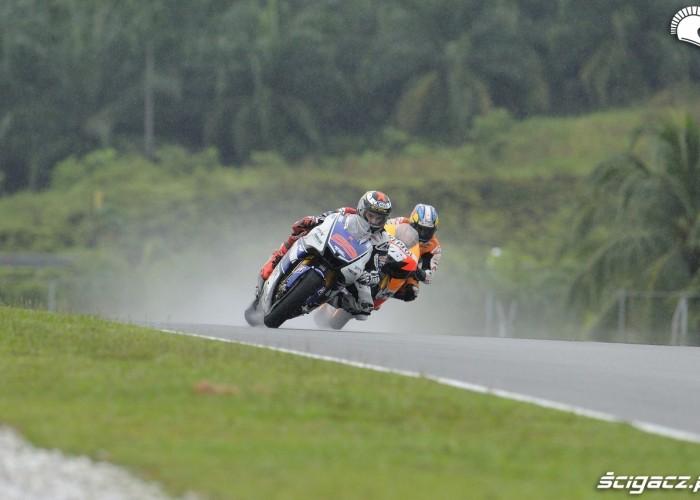 Lorenzo wyscig deszcz