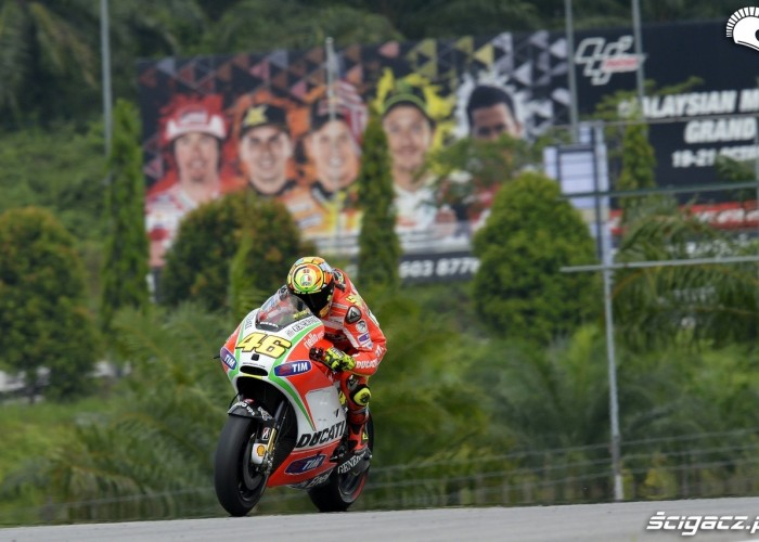 Rossi Rossi w tle