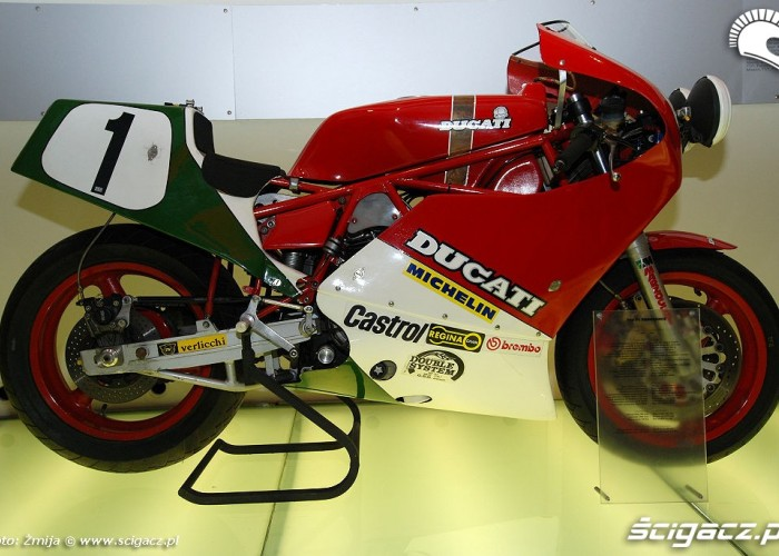 Ducati Desmoquattro 748