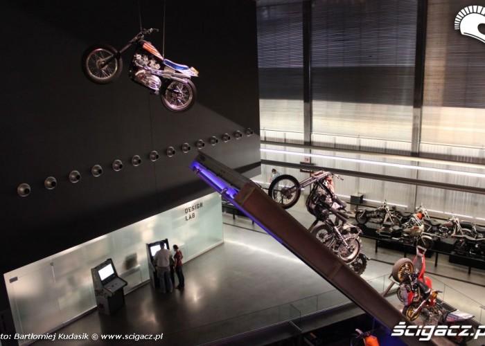 Evel bike w powietrzu
