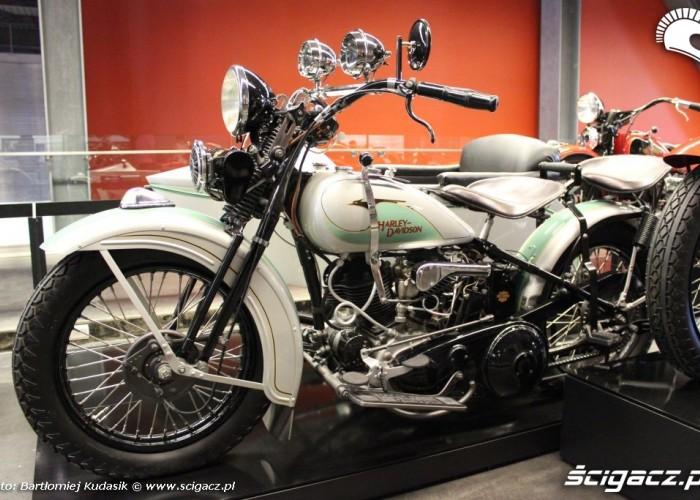 biala perla Harley Davidson