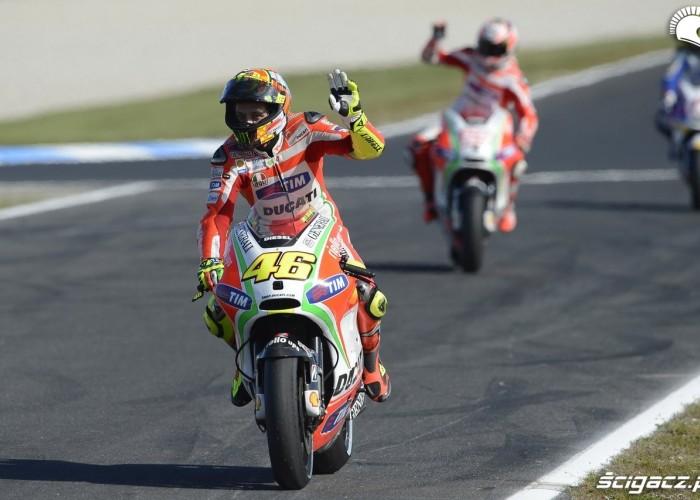 Rossi pozdrawia