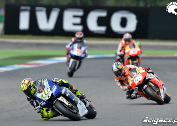 Dutch TT Assen Rossi na prowadzeniu