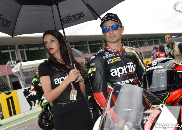 Guintoli i hostessa World Superbike Portimao 2013