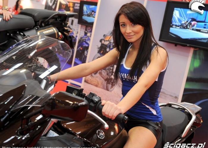 dziewczyna Yamaha