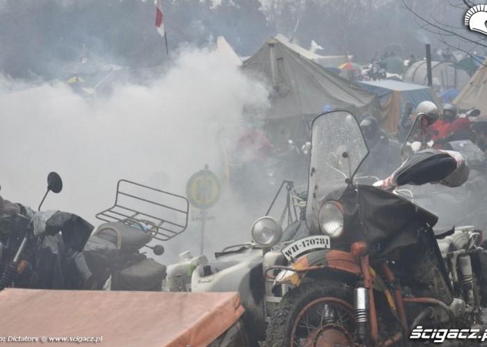 dym na obozowisku