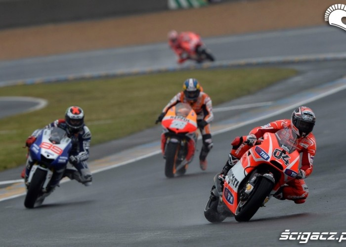 Dovi na prowadzeniu Grand Prix Francji Le Mans